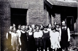 """Pioneer House"" Wroxham, Evacuee pupils from Columbia Road School, Bethnal Green, London."